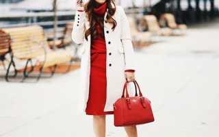 Образ черное платье и красные туфли фото