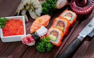 Чем отличается роллы от суши ответ, чем отличаются?