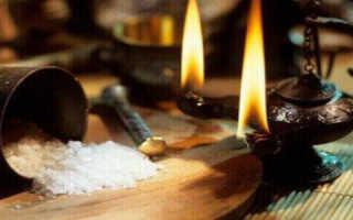 Снятие порчи солью самостоятельно, как снять сглаз святой водой?