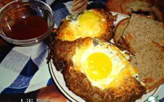 Лодочки из фарша с яйцом в духовке
